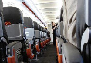 Azafatas de vuelo en el avión